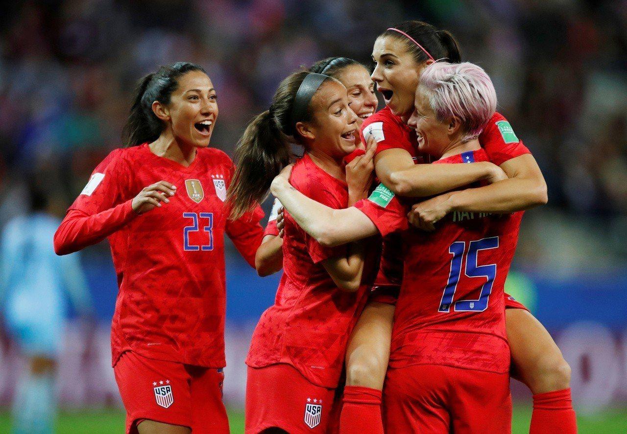 慶祝過頭,美國女足引爭議。 路透