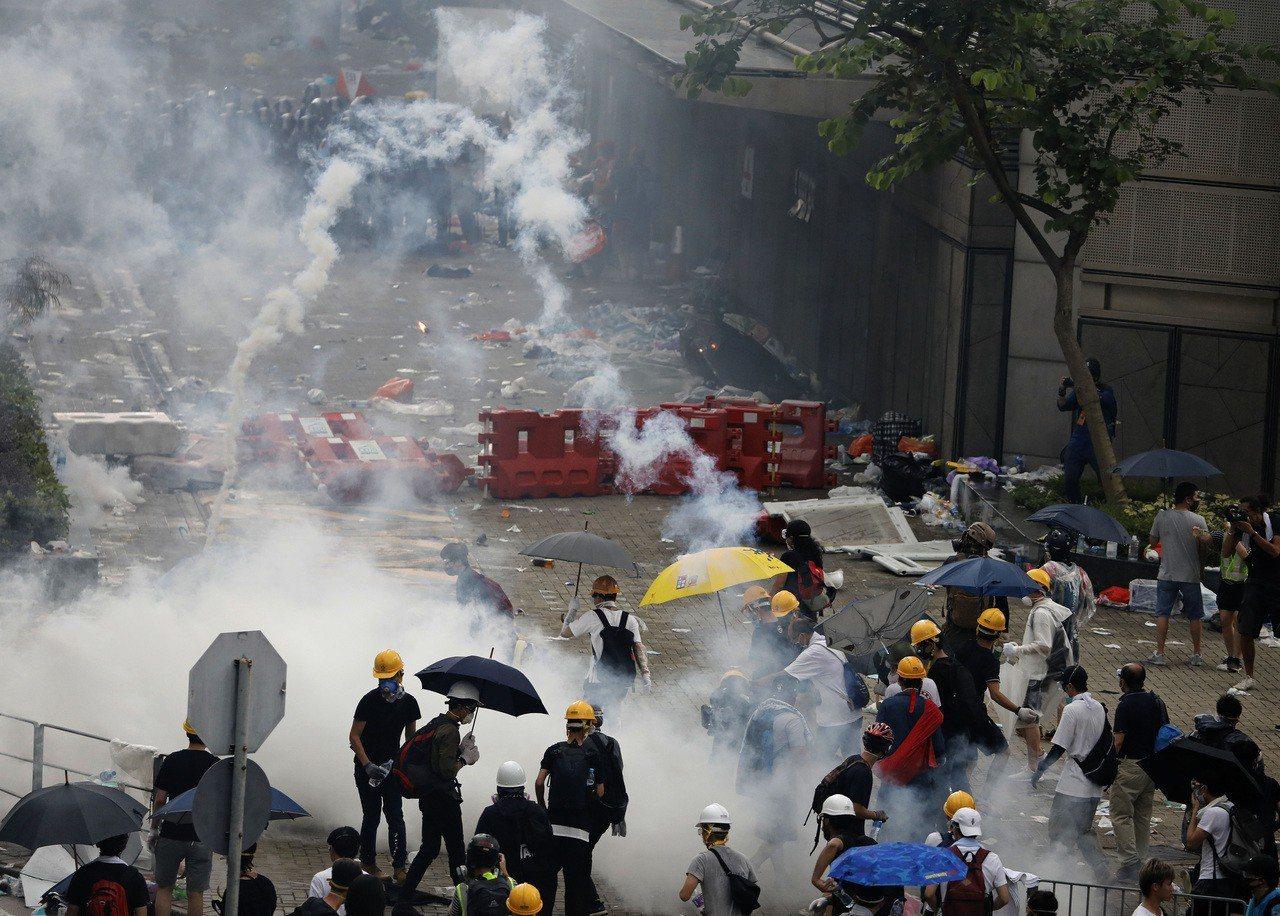 逾百萬港人上街「反送中」抗議修訂引渡條例,令美國跨黨派國會議員提出「香港人權與民...