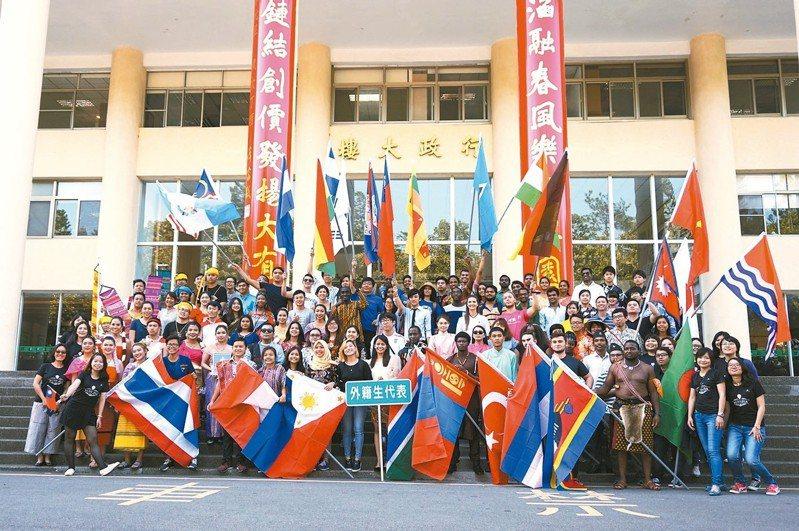 為招募更多國際優秀學生,台大、清大、中興等國立大學均有新的招生策略,圖為中興大學國際學生。 圖/中興大學提供