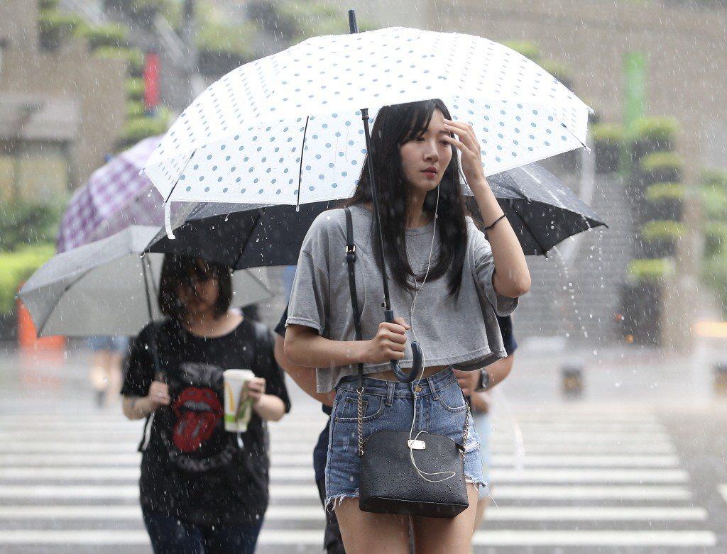 受到午後對流雲系發展旺盛影響,雲林縣等6縣市易有短時強降雨。圖/聯合報系資料照片