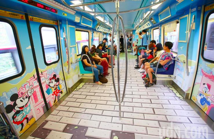 台北捷運與迪士尼合作,去年在淡水信義線推出特別版的「米奇趣遊台北」列車大受歡迎。...