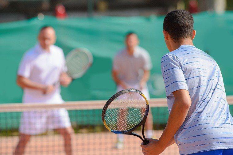 丹麥研究指,打網球和其他社交型運動者,較單人運動者來得長壽。 圖片/ingima...