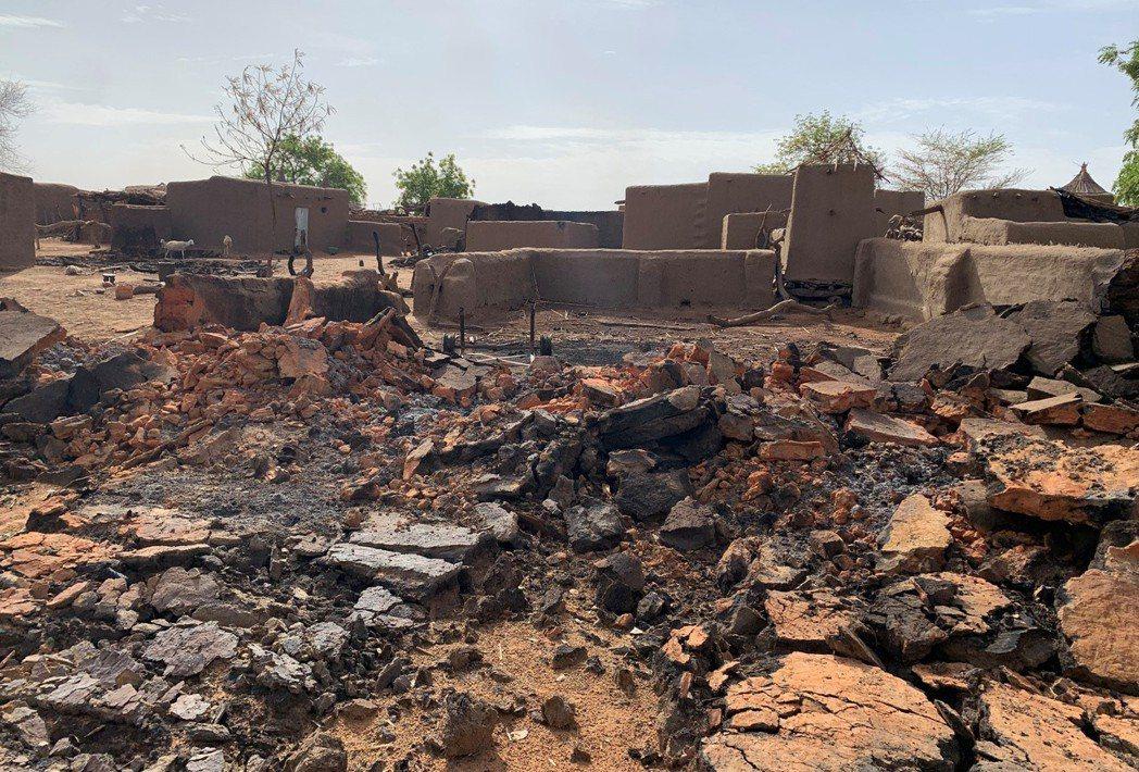 6月10日,遭到富拉尼人屠戮的多貢村落。法新社報導,約莫有50人左右的武裝份子進...