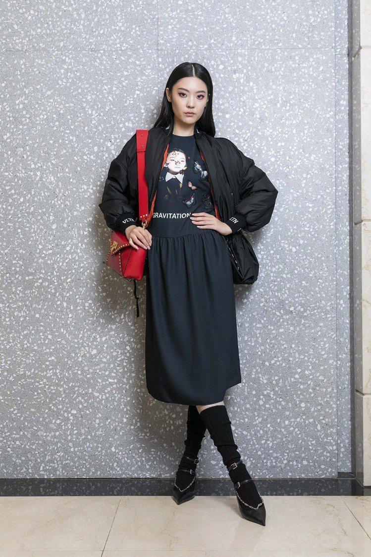 Valentino束腰尼龍外套89,000元,IZUMI MIYAZAKI X ...