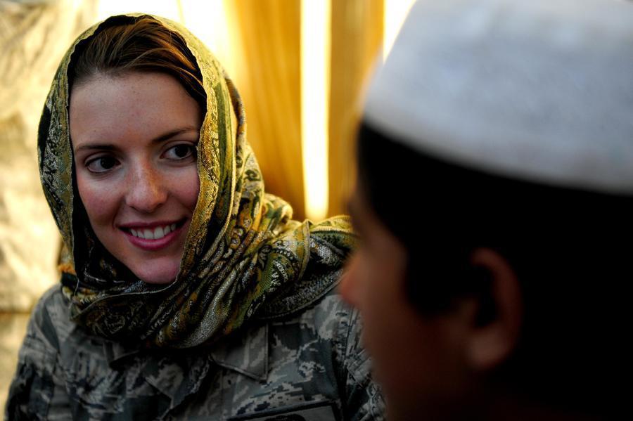 伊朗近日有女子利用當地叫車軟體Snapp搭車時,由於拒絕戴上伊斯蘭傳統頭紗「希賈...