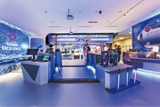 臺灣精品館以「太空航艦」主題重新進行空間規劃,令人耳目一新。
