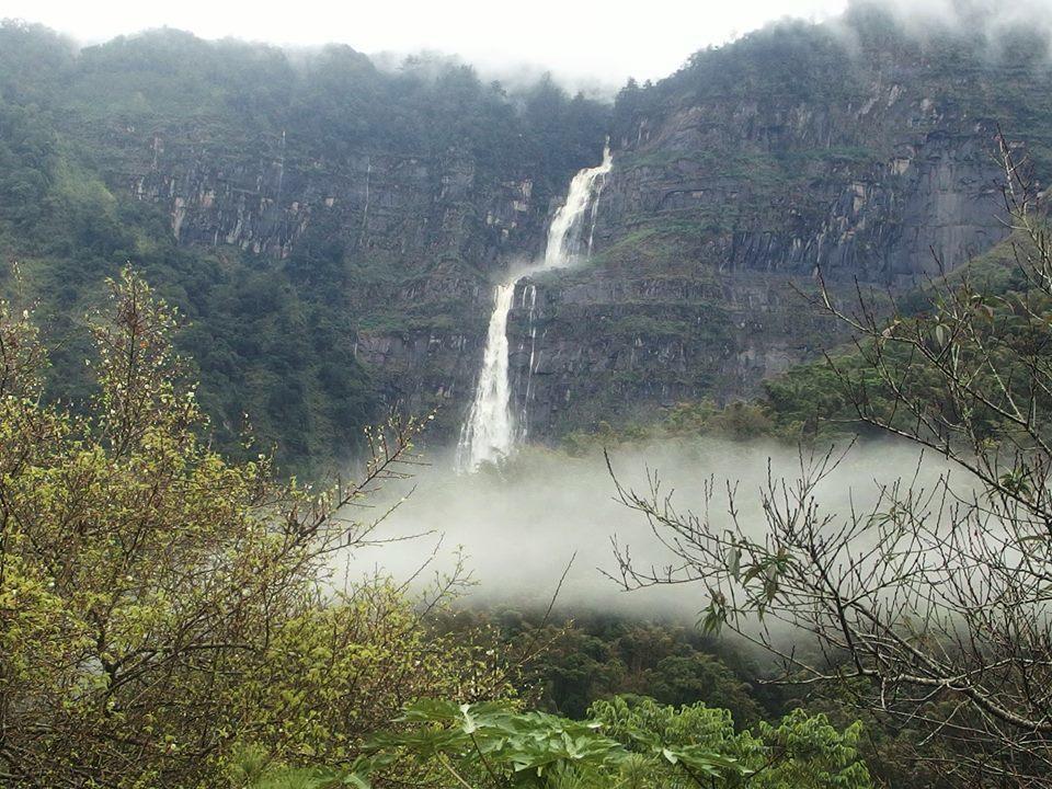 蚊龍瀑布是東亞落差最大的瀑布。圖/許銘月提供
