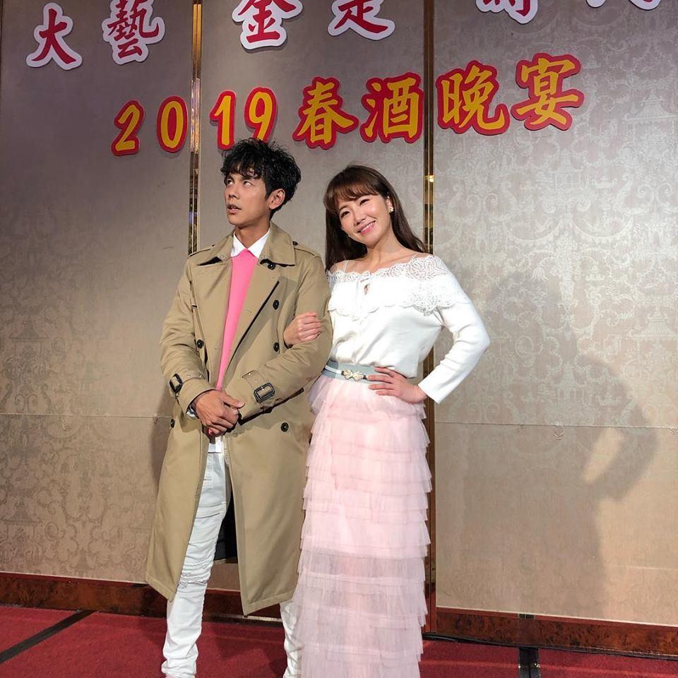 阿翔(左)與謝忻是同門藝人,過去常一起同台表演。圖/摘自臉書