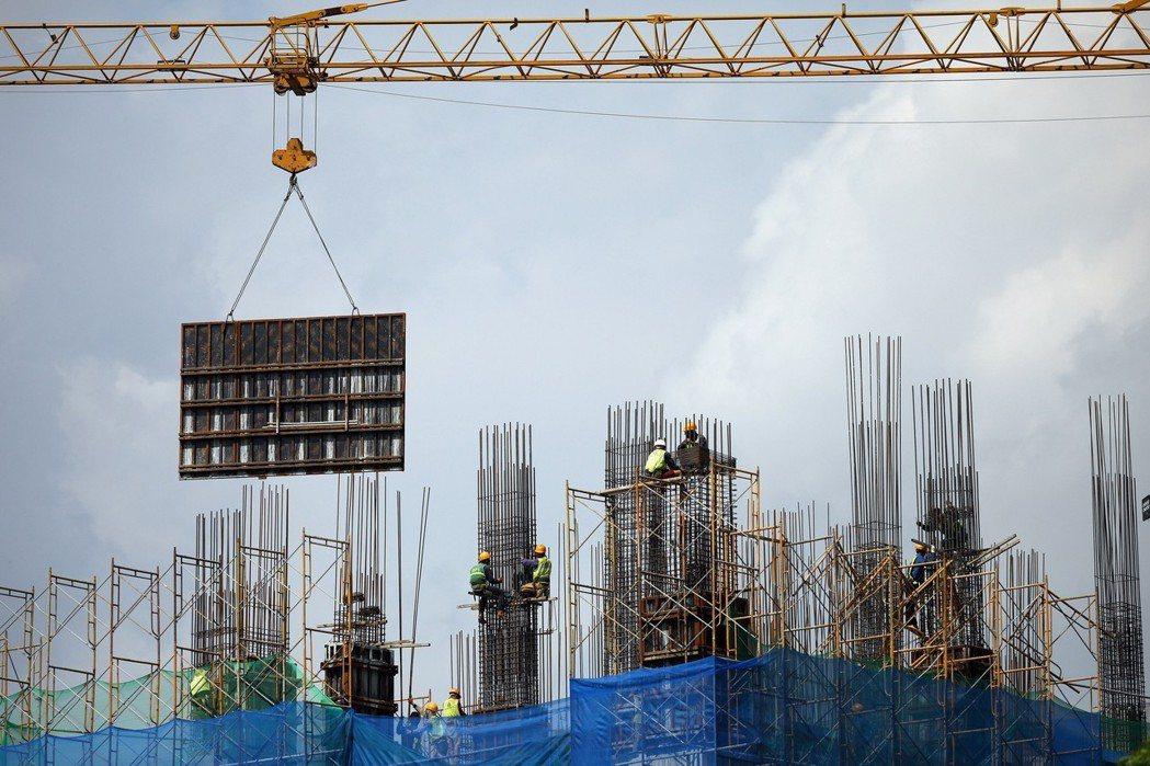 越南河內一處建築工地。今年前五個月,越南FDI金額已達167.4億美元。 歐新社