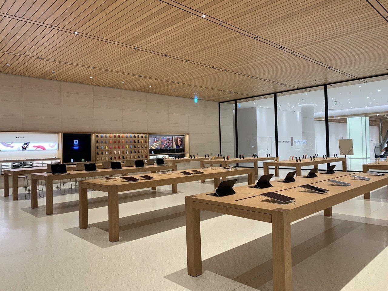 Apple信義A13將於6月15日早上10點正式開幕,地下樓層與遠百信義A13有...