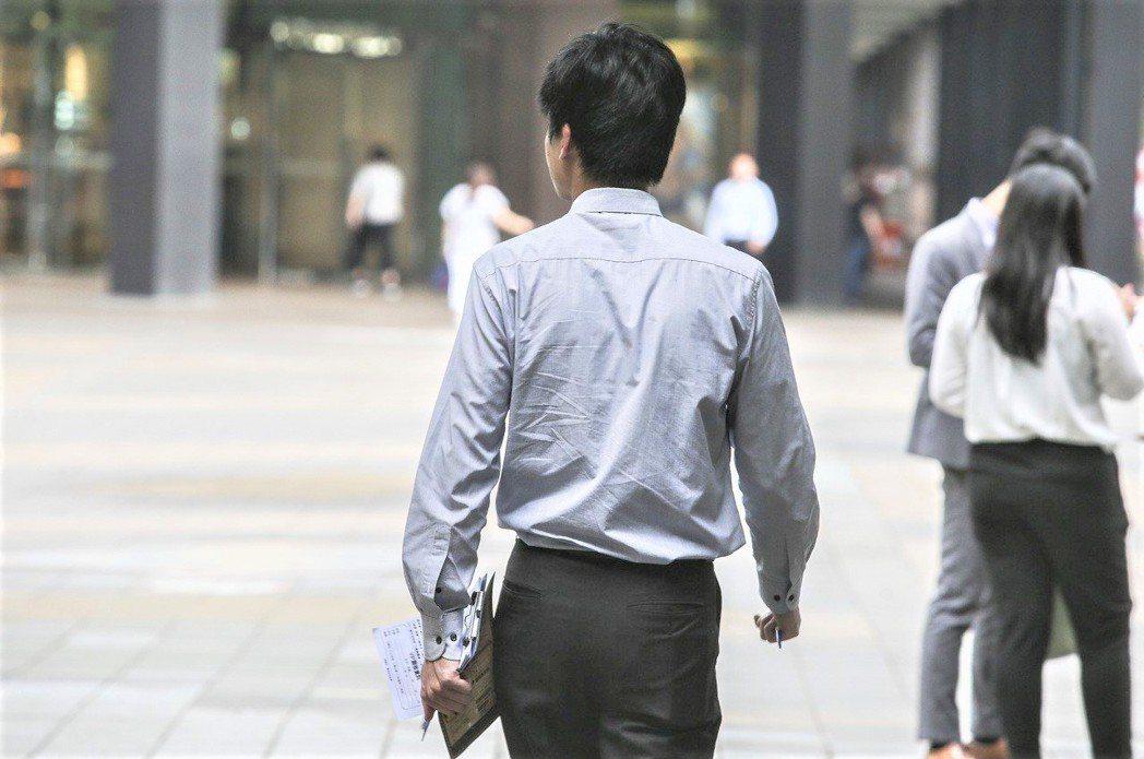 董氏基金會心理衛生中心表示,根據研究,12分鐘的走動,加上善意對待路上遇到的人,...