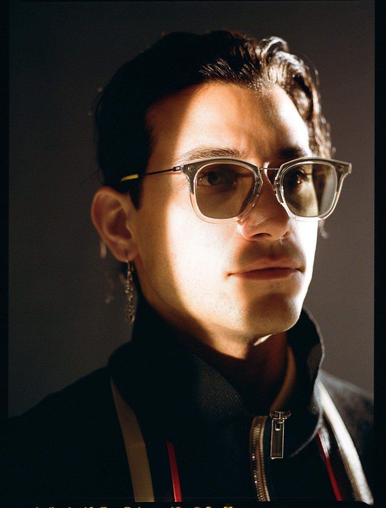 兼具演員、音樂人及模特兒等多重身分的Robert Joseph Raco,為FE...