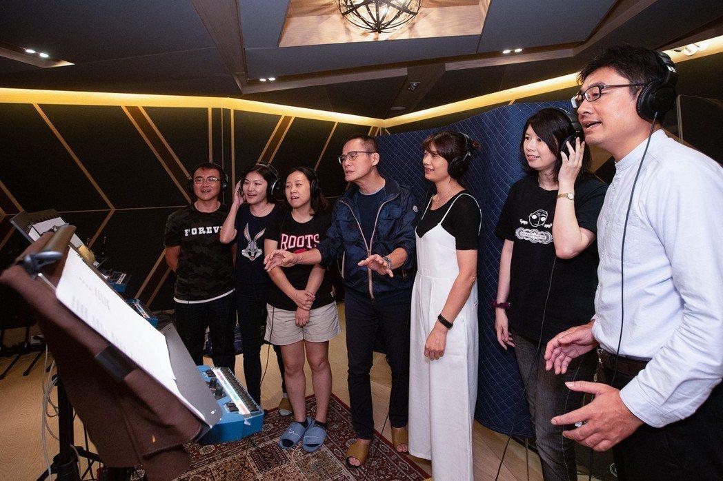 羅大佑和「松江兒童合唱團」彩排。圖/種子音樂提供