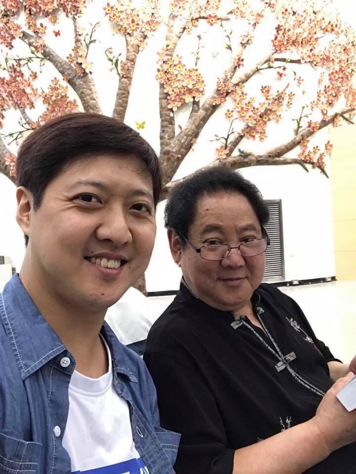 黃士庭(左)哀悼父親馬如龍。圖/摘自臉書