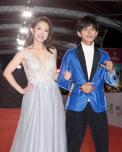謝忻(左)與阿翔激吻,傳出婚外情。圖/報系資料照