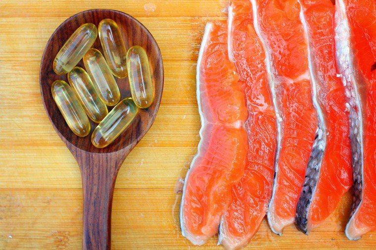 平日是否應多吃富含Omega-3脂肪酸的魚類或者魚油保健食品? 圖/shutte...