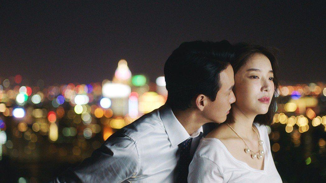 曹晏豪(左)與蔡淑臻上演偷情戲碼。圖/公視提供