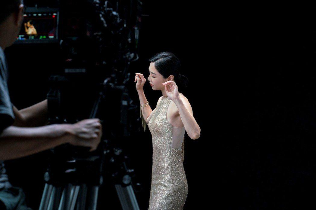 金馬影后謝盈萱首度挑戰以近乎全裸狀態大尺度拍攝。圖/台北市電影委員會提供