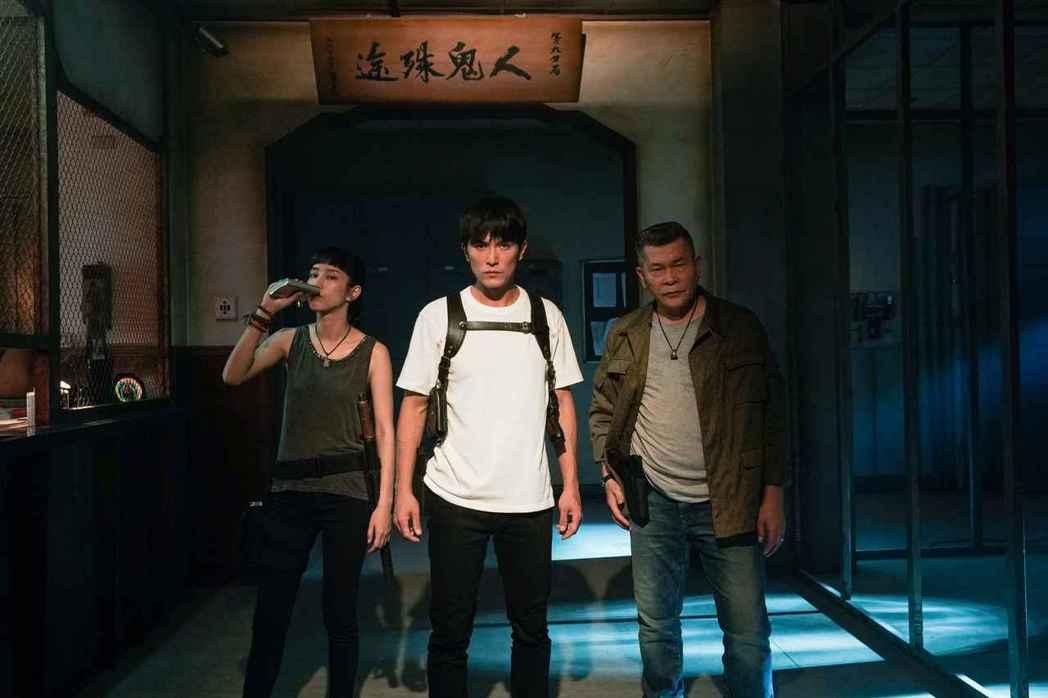 「第九分局」抓鬼小隊邱澤(中)、澎恰恰、(右)溫貞菱。圖/甲上提供
