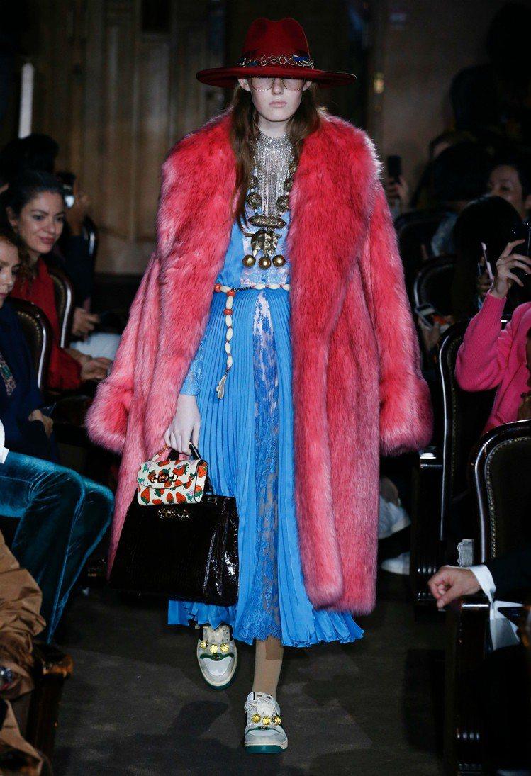 Gucci 2019春夏時裝秀重現了六○年代女歌手Janis Joplin的標誌...