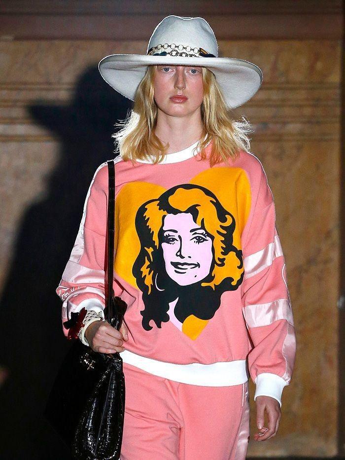 Gucci 2019春夏將女歌手Dolly Parton的頭像印在服裝上。圖/摘...