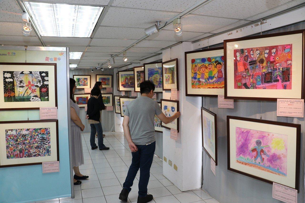 新北「愛在畫中」巡迴畫展 展現身心障礙者才華
