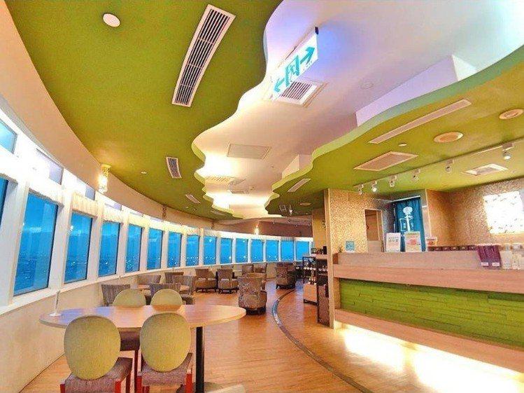 台中丹堤咖啡旋轉餐廳,賞高空景色不花大錢。IG @wsnoopy25 提供