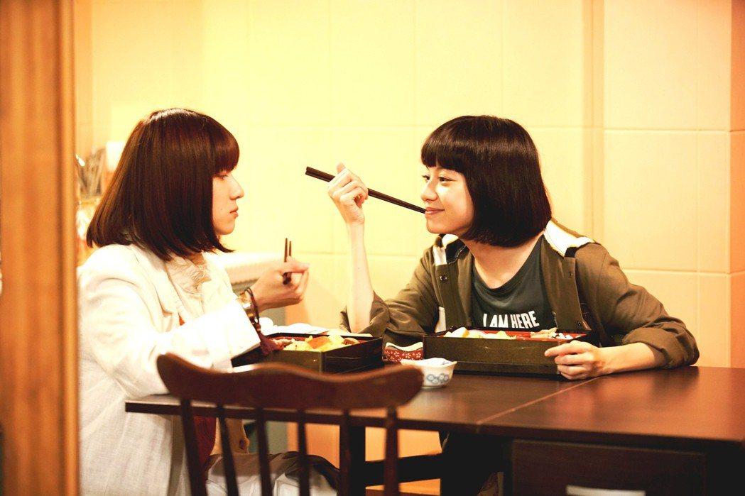 連俞涵(左)與姚愛寗在三立「一千個晚安」中姊妹情深。圖/三立提供