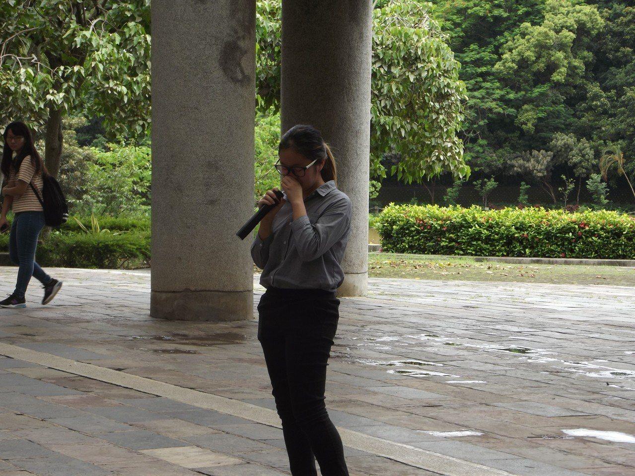 與會香港學生講到反對修改「逃犯條例」抗爭事件不禁落淚。記者謝恩得/攝影