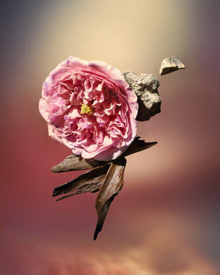Les Sables Roses以玫瑰和沉香做為基調打造。圖/LV提供