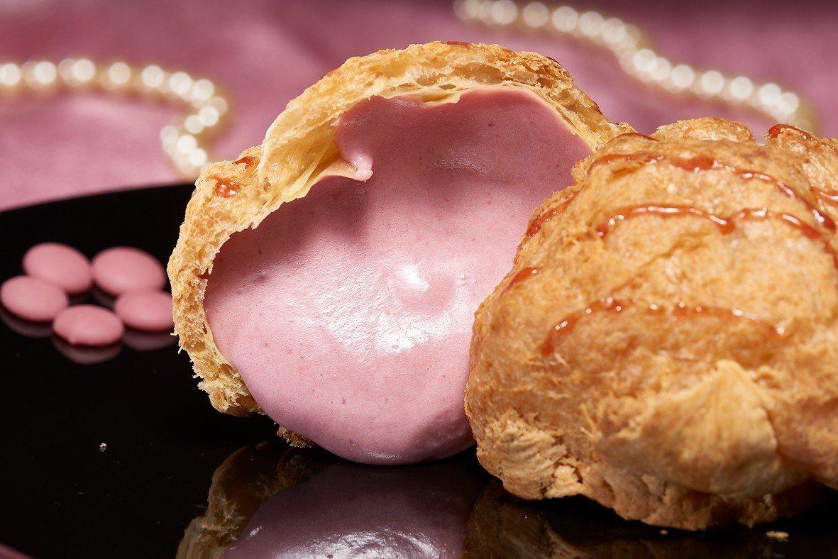 「紅寶石巧克力泡芙」售價65元。圖/Laetitia拉提莎提供