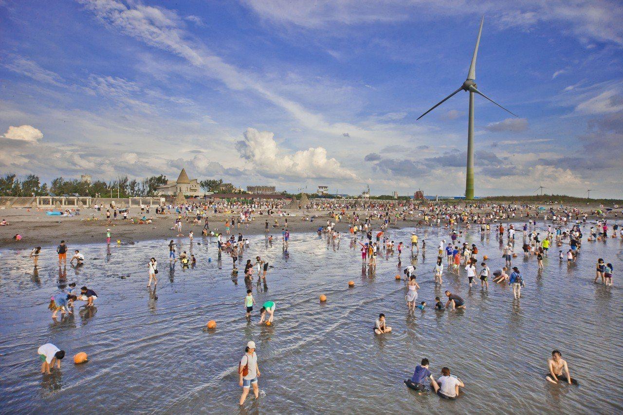台中大安海水浴場規畫「沙灘戲水」區。圖/台中市觀光旅遊局提供