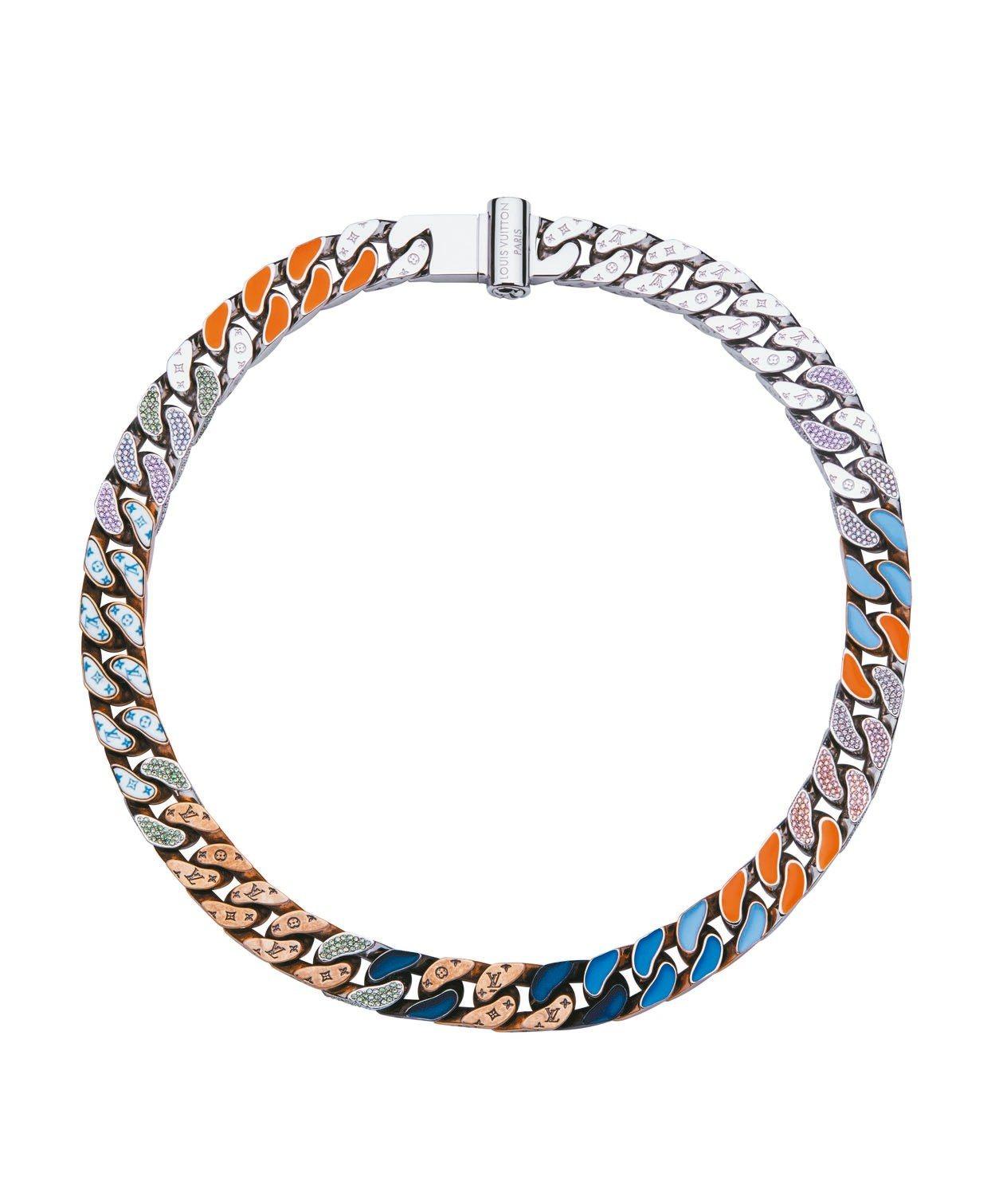 路易威登男裝系列頸鍊,具橘色與藍色調的瓷釉、黃銅搭配仿舊的黃金色澤,約12萬3,...