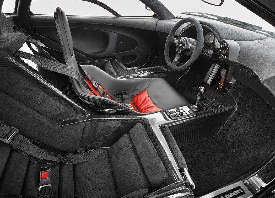 McLaren F1的經典3人座椅。 摘自McLaren