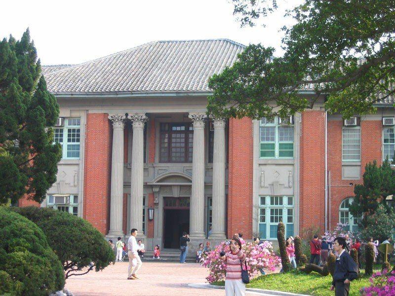 台大行政大樓,原為總督府農林學校校舍。來源/維基百科