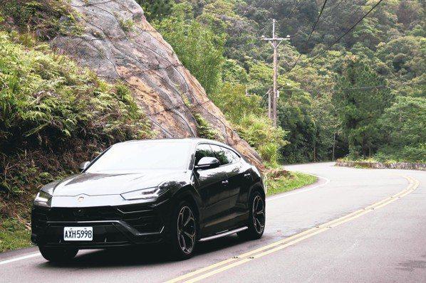 在蜿蜒山路上操控穩定,沒有因為是一部SUV而在過彎中有側傾或不順。 圖/陳志光