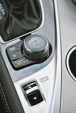 提供多模式行車控制,可配合路況及駕駛需求隨時調整,達到最優化的駕控。 圖/陳志光...