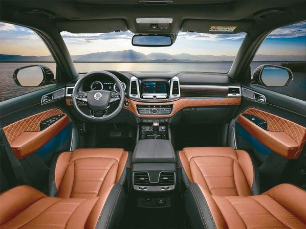勁悍的外表與動能下,卻有著匠心工藝的豪華內裝。 圖/陳志光、永嘉雙龍汽車