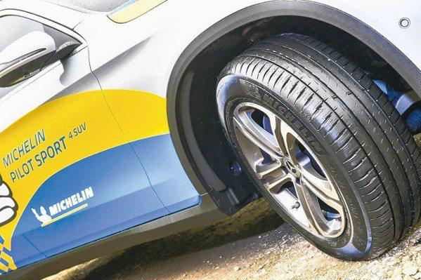 MICHELIN PILOT SPORT 4 SUV新胎具備過彎精準穩定、乾濕表...