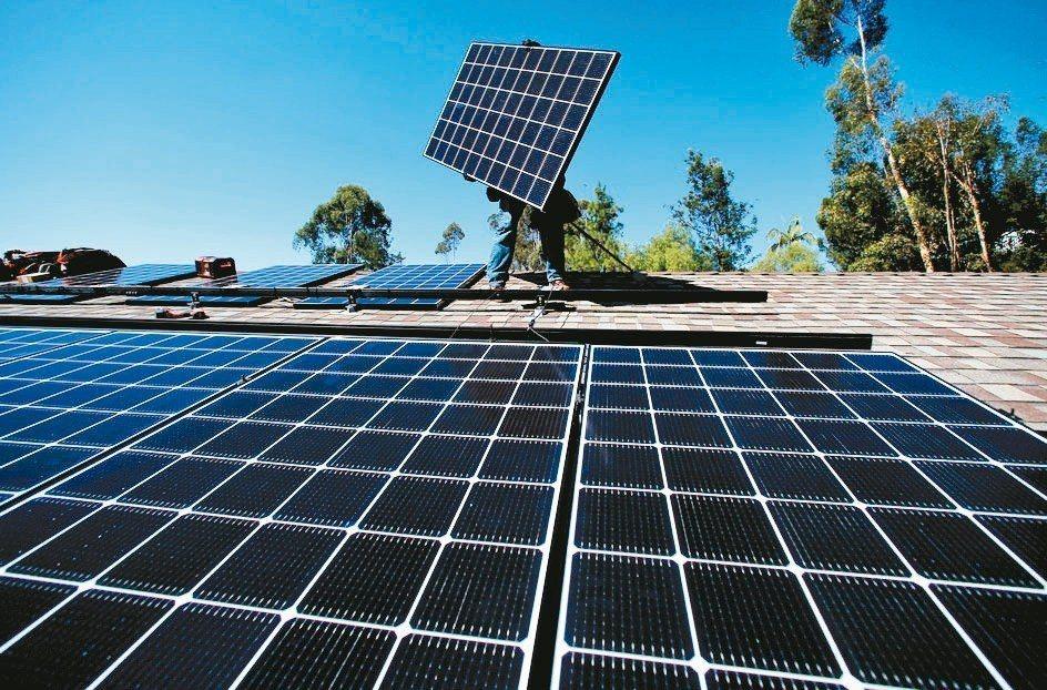 美國貿易代表署公告,給予輸美雙面太陽能模組關稅豁免。 路透
