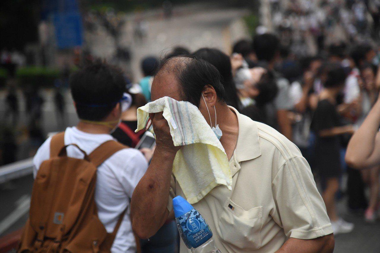 警入急症室問醫護傷者是否金鐘受傷 城大生示威後往醫院求診被捕 中央社