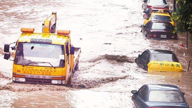 車輛的颱風洪水險承保包括因颱風、地震、海嘯、冰雹、洪水或因雨積水導致的毀損。 報...