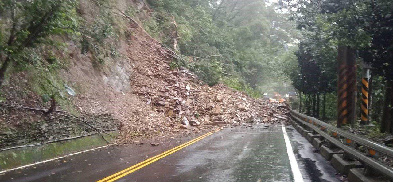 公路總局表示,豪雨期間山區道路易發生坍方、落石,路況難以掌握,如非必要請勿進入山...