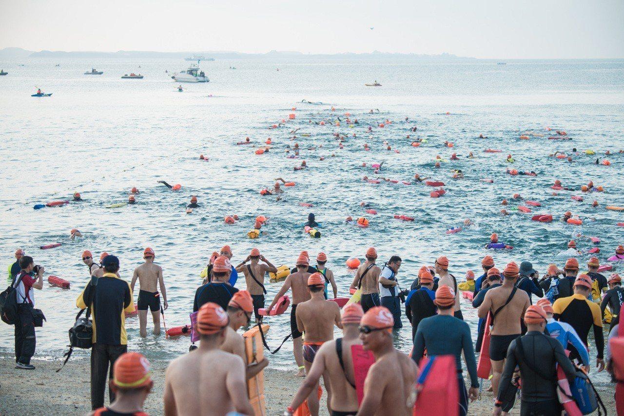 2019泳渡澎湖灣預計有來自全國各地好手1600多人參賽。 資料照/主辦單位提供