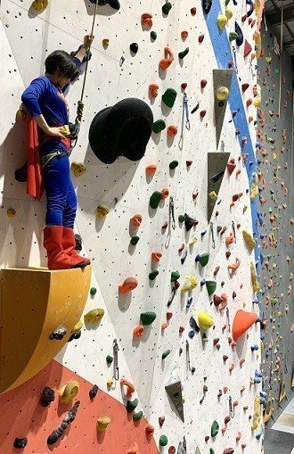 Dapro攀岩場推出暑期國小攀岩技巧班,家長立刻帶小孩Cosplay體驗。 Da...