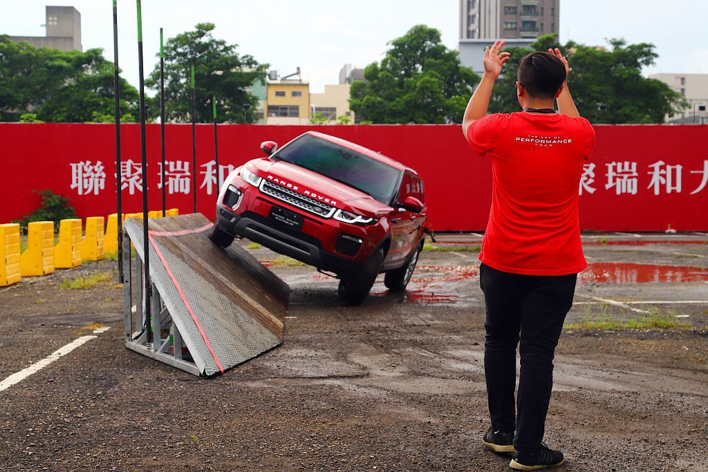 Land Rover Experience關卡可分別體驗Discovery、Di...