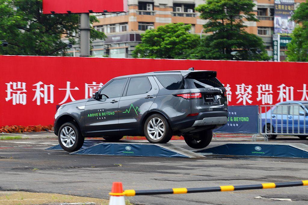第五代Land Rover Discovery在EAS電子氣壓式懸吊系統與越野模...