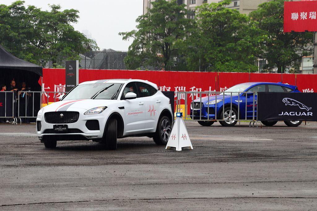 Smart Cone智慧三角錐關卡,體驗車輛由今年4月才剛發表上市的Jaguar...