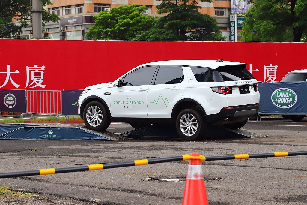 Land Rover Experience關卡則可展現品牌Terrain Res...