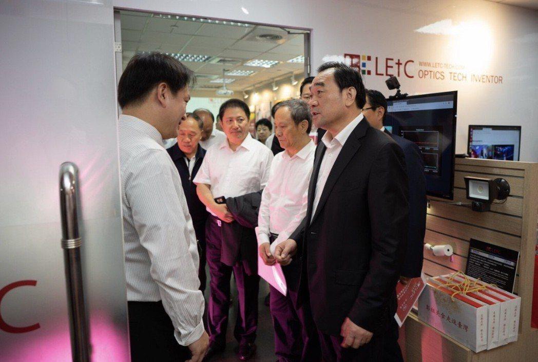 徐州市政府及產業界代表團來台參訪正能光電,對正能研發實力表達肯定。正能光電/提供